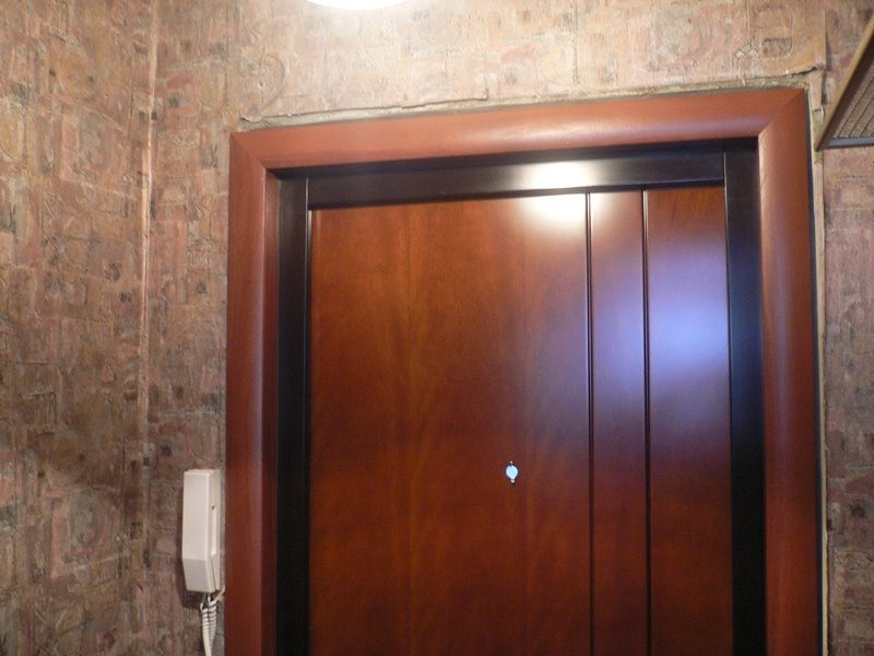 установка внутренней железной двери в квартиру